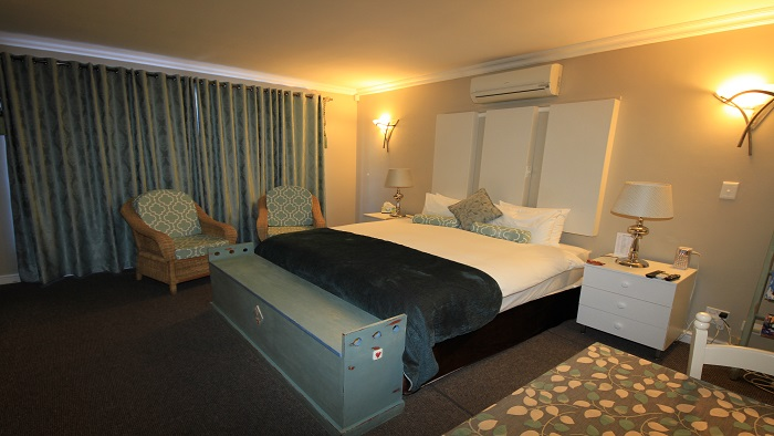 Double Room 1 – (Sleeps 2 in King Bed)      ***Click here to view room images***
