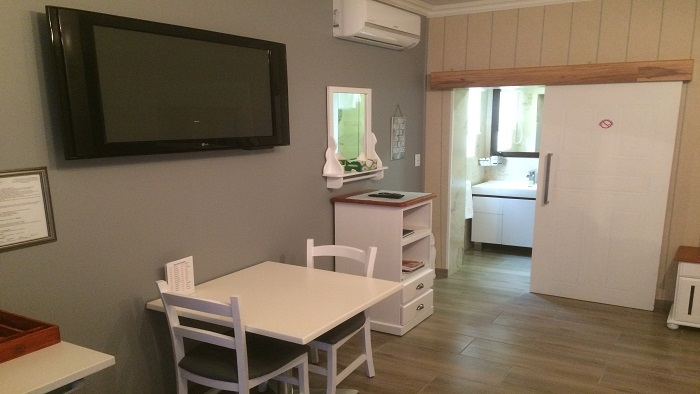 Double Room 5 – (Sleeps 3 in Queen + Single)            ********Click here to view room images********
